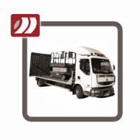 Transport wózków widłowych.
